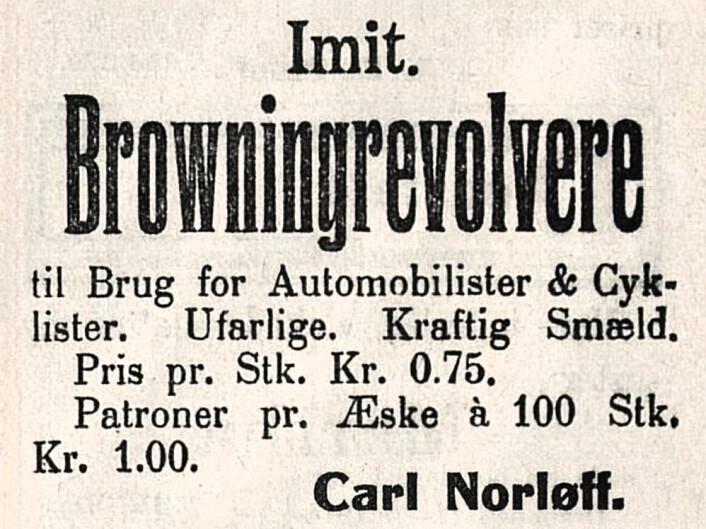 Revolveren så ekte ut, og med truende kruttlapp-smell fikk man sikkert skremt andre trafikanter til å overholde vikeplikten. Drammens Tidende, 1914