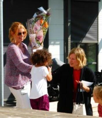 Daglig leder i den nye barnehagen er Maja Reigstad (t.v.). Her med byråd Inga Marte Thorkildsen. Foto: Åsmund Berge