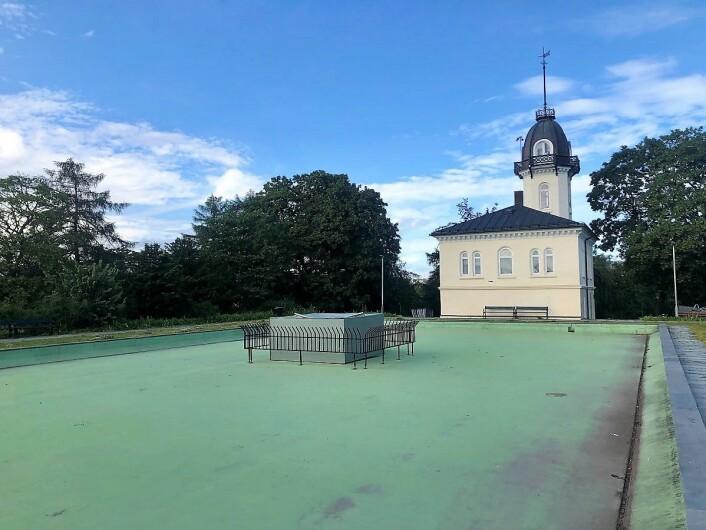 I hele sommer har bassenget i St. Hanshaugenparken stått tomt. Foto: Christine Thune