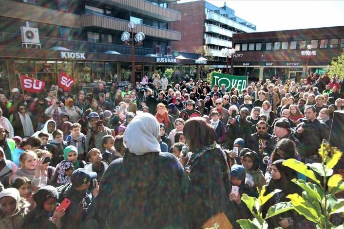 Her på Tøyen torg ønsker den islamofobe organisasjonen SIAN å holde en stand i september Bildet er fra en tidligere demonstrasjon mot rasisme på samme sted.<br />Foto: André Kjernsli