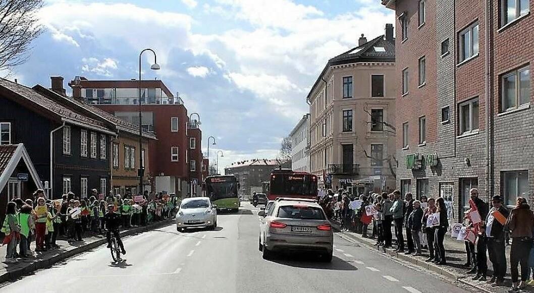 I Strømsveien har foreldre ved Jordal skole gått til aksjon mot en utrygg skolevei flere ganger. Foto: Aksjon Strømsveien