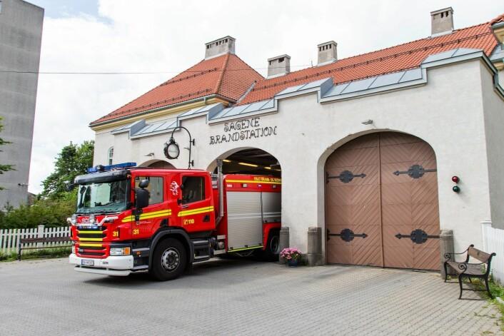 Stadig sjeldnere må Oslos brannmannskaper rykk ut til virkelige branner. Her er mannskapene ved Sagene brannstasjon på vei ut på en utrykning. Foto: Audun Braastad/ NTB scanpix