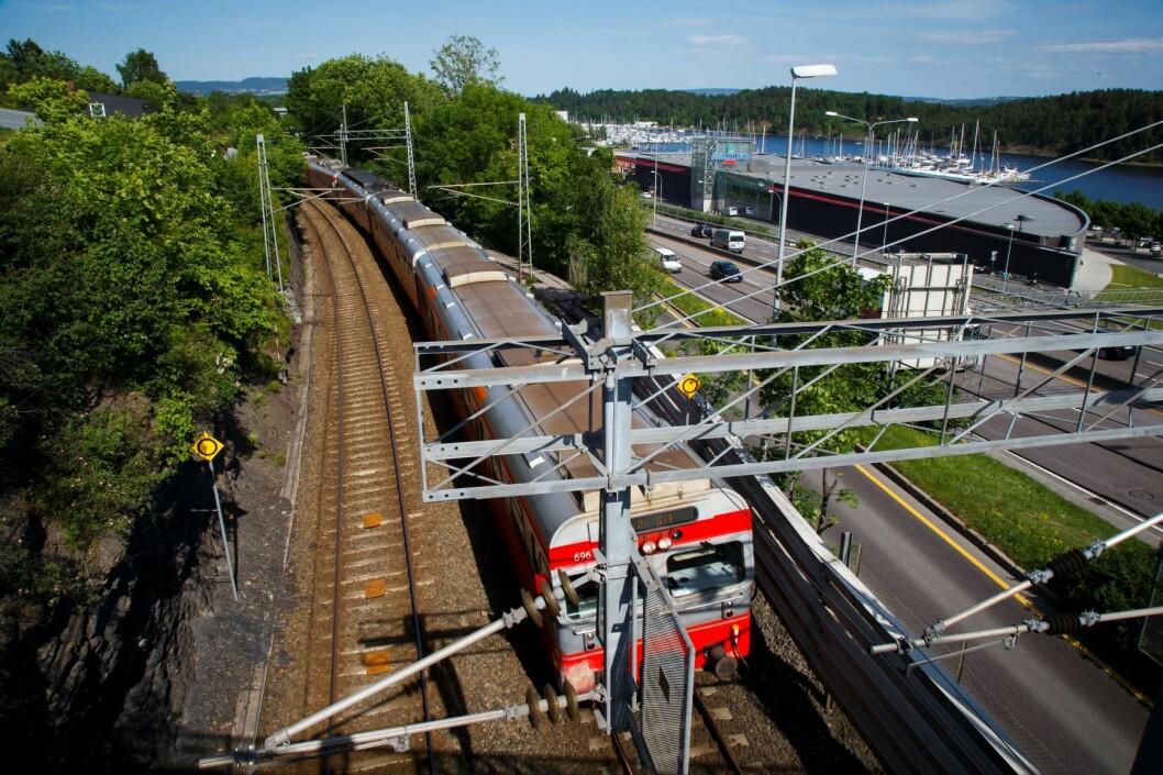 Senterpartiet vil prioritere tog og T-bane foran E-18 i Oslo. Foto: Heiko Junge / NTB scanpix