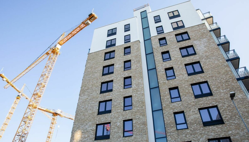 Nye boligblokker bygges på Løren i Oslo. Men Høyre og Ap er uenige om hvor små leiligheter man bær tillate å bygge i hovedstaden.