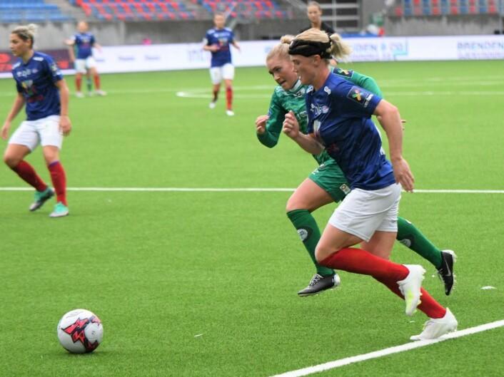 Danske Rikke Madsen var nok en gang en av Vålerengas beste spillere. Her slår hun innlegget som gir Ajara Njoyas 2-0 scoring. Foto: Christian Boger