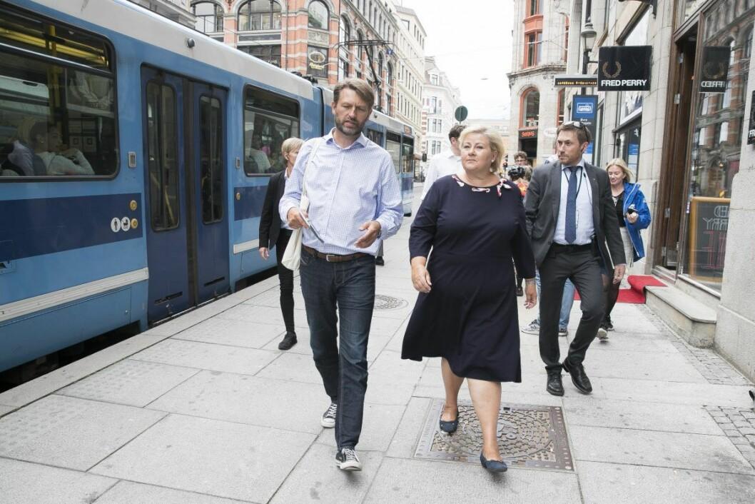To bla` Solberg i Oslo. Statsminister Erna Solberg (H) sammen med Høyres byrådslederkandidat Eirik Lae Solberg i starten av årets valgkamp. Foto: Terje Pedersen / NTB scanpix