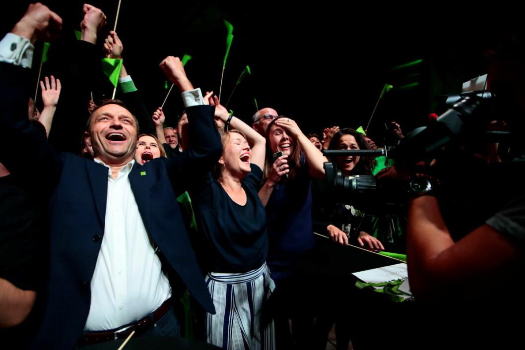 MDG-politikere jubler for et utrolig godt  resulatt av forhåndsstemmene under partiets valgvake på Sentralen i Oslo mandag kveld. Foto: Håkon Mosvold Larsen / NTB scanpix