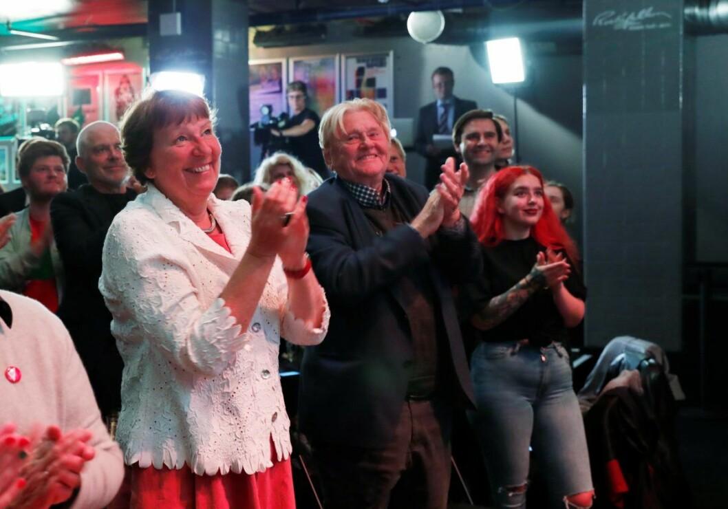 Oslo-ordfører Marianne Borgen under valgvaken til SV på Rockefeller i Oslo. Til høyre for Borgen står partiveteran og tidligere stortinsrepresentant Stein Ørnhøi. Foto: Terje Bendiksby / NTB scanpix
