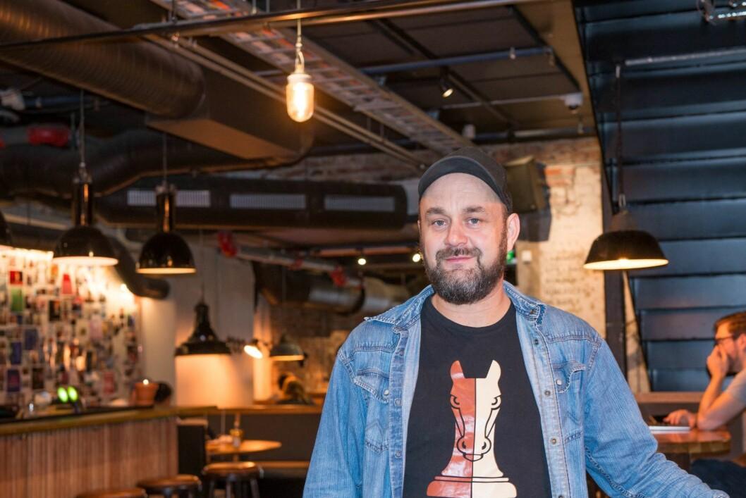 Runar S. Eggesvik, fra Trøbbelskyter, tror kjedene vil tape, mens entreprenørene vil vinne på den kraftige veksten i utelivsbransjen. Foto: Hilde Kari Nylund
