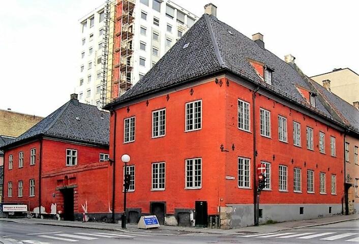Dette historiske bygget i Rådhusgata 7 skal fortelle historien om Oslos murgårder. Foto: Mahlum / Wikimedia Commons