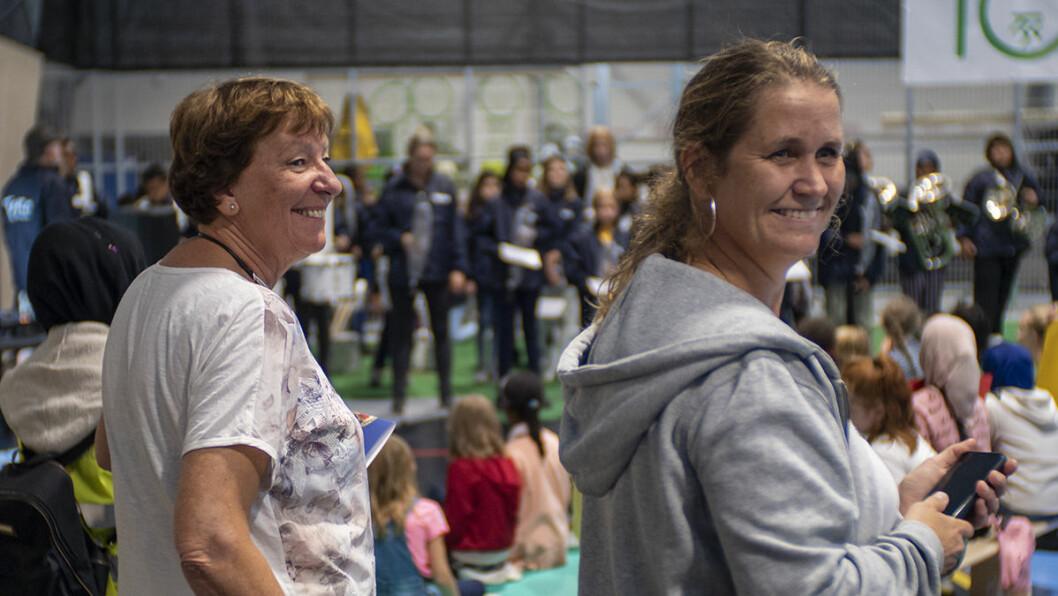 Ordfører Marianne Borgen og tidligere leder i Tøyen Sportsklubb, Karianne Hjallen, på den glade dagen. Foto: Thor Langfeldt