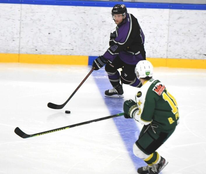 Svenske Jesper Örvall, med en fortid i amerikansk college-hockey, blir en spennende spiller for Grüner denne sesongen. Foto: Christian Boger