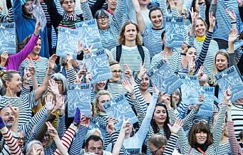 Picasso-stripete demonstranter protesterte mot riving av Y-blokka