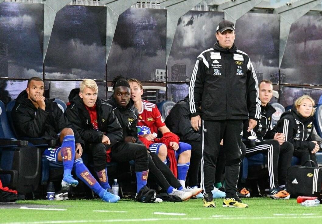 Det har vært mange bekymrede blikk fra Skeids trener og innbytterbenk denne sesongen. Foto: Anders Vindegg