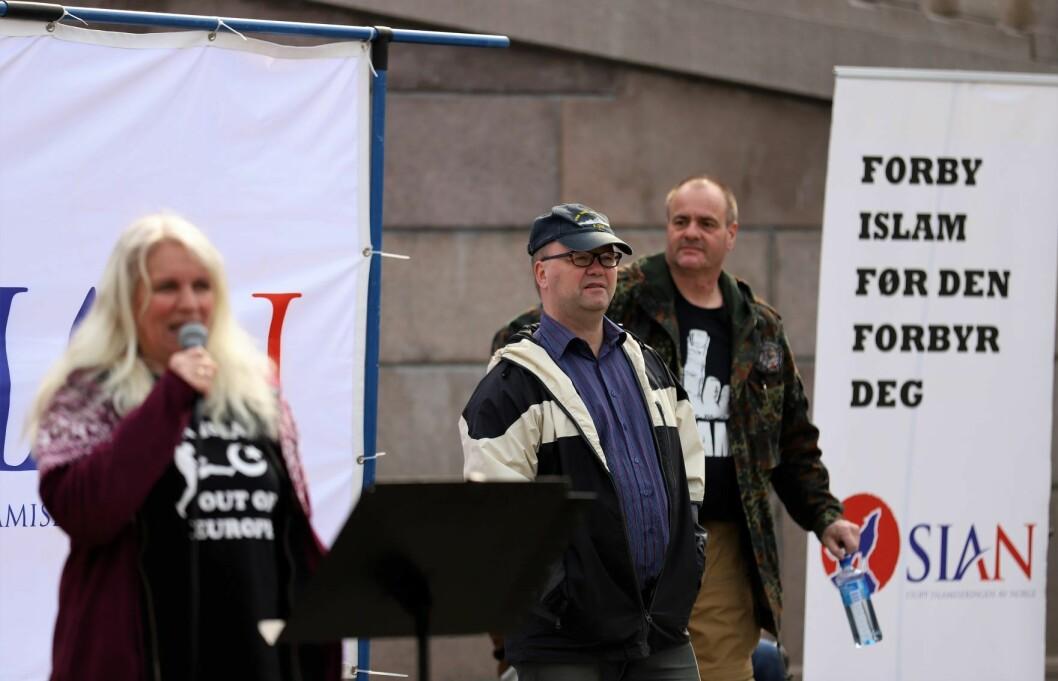 Sian vil forby islam. Her med Ellen Due Brynjulfsen, Max Hermansen og Lars Thorsen på demonstrasjon utenfor Stortinget. Foto: Christian Boger