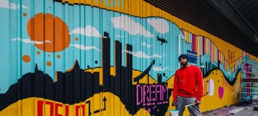 I en av Oslos tristeste gater har en kunstner fra London fått boltre seg på en 100 meter lang vegg