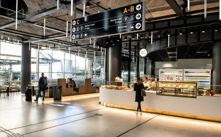 Fellesområdene ved bussterminalen har fått en lenge etterlengtet oppgradering. Foto: Katrine Lunke / Apeland