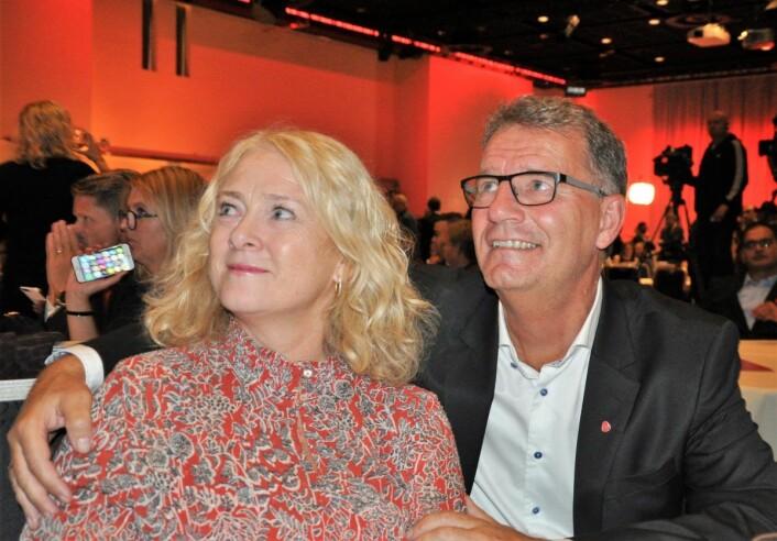 Finansbyråd Robert Steen (Ap) og ektefellen Trude Steen under Arbeiderpartiets valgvake sist uke. Foto: Arnsten Linstad