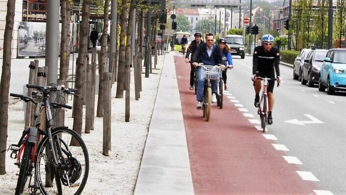 Dronning Eufemias gate skal få bedre og tryggere sykkelfelt. På en hverdag ble det anslått 1.000 elsparkesyklister reiste fra Oslo S og langs Dronning Eufemias gate mellom klokken 6 og 10. Foto: Oslo kommune