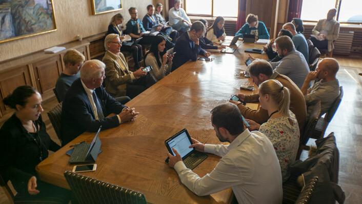 Her sitter valgstyret, ledet av ordfører Marianne Borgen, samlet for å godta valgresultatene fra bydelsvalget. Foto: Thor Langfeldt