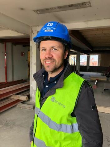 Prosjektleder Håvar Haugen Espelid i Entra, i bygget i Kristian Augusts gate 13, som blir Norges første helskala ombruksbygg.