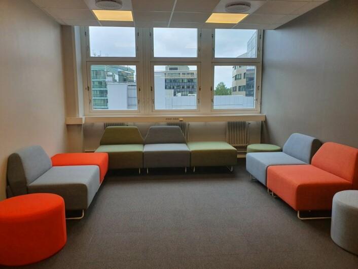 Ungdommer har vært med på å designe lokalene til Ung Arena Oslo Vest. Her er det blant annet samtalerom, sittegrupper, sakkosekker, og kjøkken med møteområde.