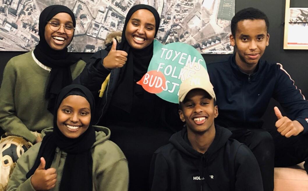 Najma, Hana, Arafo, Yusef og Hamse bor i Bydel Gamle Oslo og la til rette for at demokratiet fikk råde. Foto: Lisbeth Meidell