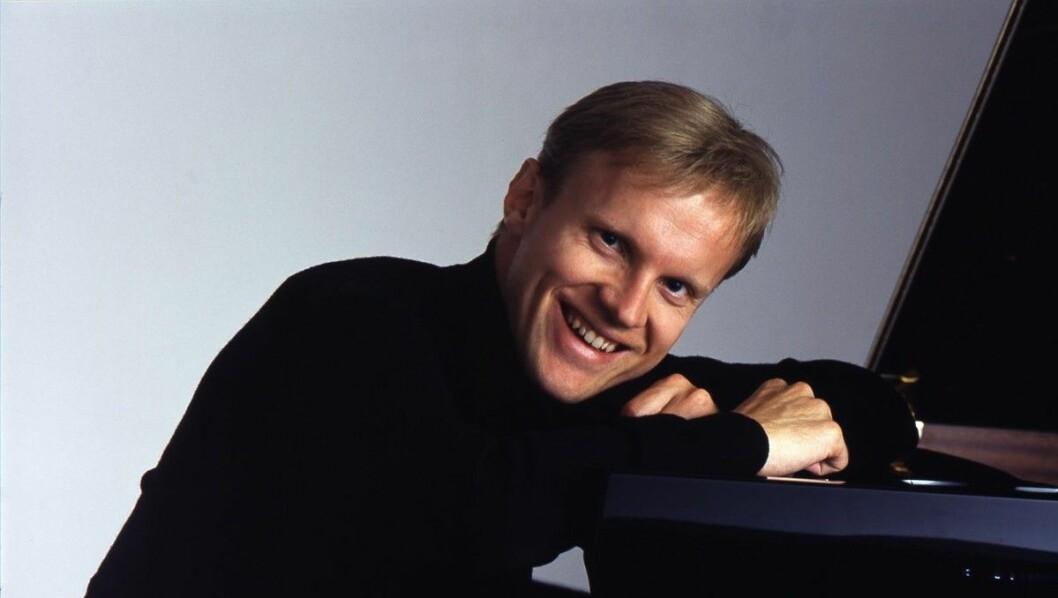 Sjefdirigent Miguel Harth-Bedoya skal spille Norges aller første symfoni.