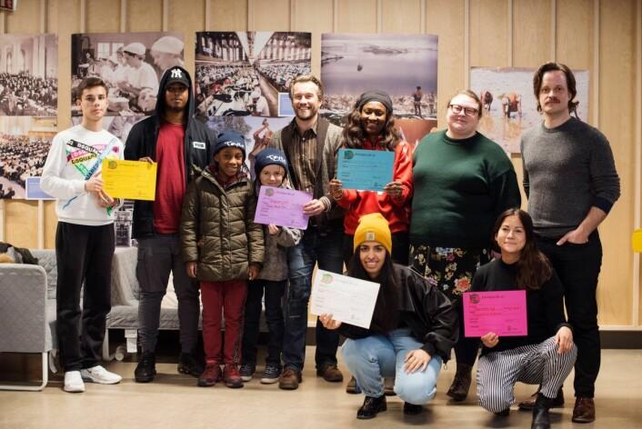 Disse personene presenterte prosjektene som vant kveldens avstemning og får penger av Områdeløft Grønland og Tøyen. Foto: Oda Berby