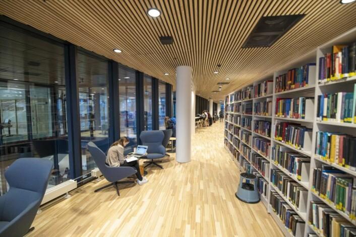 Deler av biblioteket inne på Domus Juridica, som allerede er tatt i bruk av studentene. Foto: Olav Helland