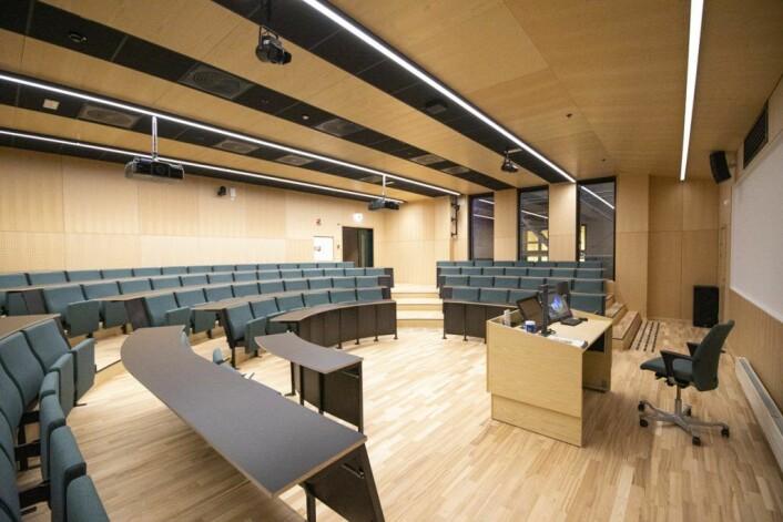Domus Juridica har saler og auditorier som er utformet for å oppfordre til tettere kommunikasjon studentene imellom, og mellom studentene og fakultetets ansatte. Foto: Olav Helland