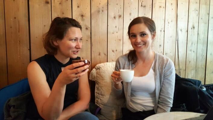 Bydel Frogners Brynhild Vestad (t.v.) og bydelens nye frivilligkoordinator Elize Liljenkvist tar en prat med VårtOslo om satsningen på frivillige prosjekter. Foto: Tarjei Kidd Olsen