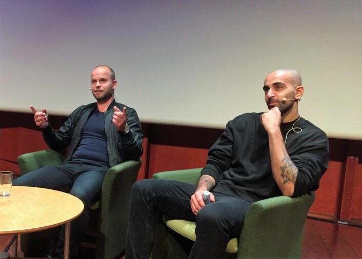 Stig Omland og Adil Khan sendte en sterk oppfordring til 10. klassingene i Frogner om å snakke om følelser. Foto: Vegard Velle