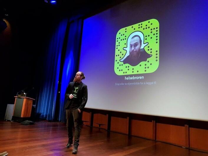 helsebror Per Arthur Andersen oppfordrer folk om å kommunisere med han på Snapchat. Foto: Bydel Frogner