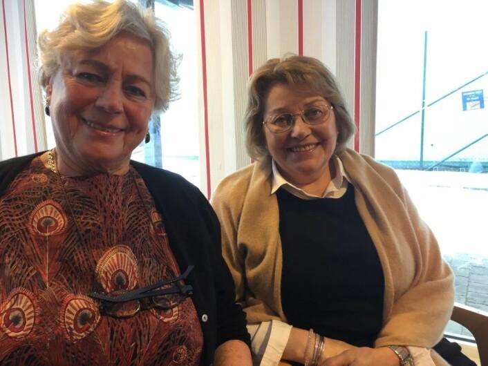 Liv Dølen (t.v.) og Peggy Anne Tvedt var de to heldige vinnerne av en iPad. Foto: Vegard Velle