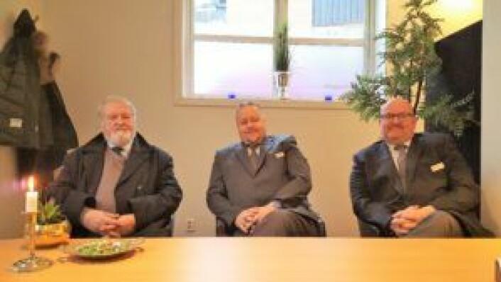 Ola, Asle og Karl ønsker velkommen til en prat i lokalene i Sofies gate 67a.