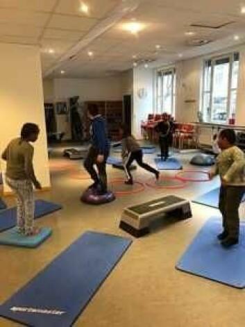 De fysiske aktivitetene består blant annet av allidrett og lek i en idrettshall. Foto: Bydel Frogner