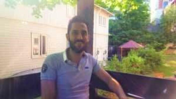 Ammar Al Baradan på balkongen på Norskverkstedet Mølja.
