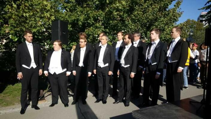 ... og Den norske studentersangforening sørget for musikalsk foring.