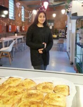 Milena (14) forteller at mange venner satser på usunne alternativer til frokost, gjerne fra Bunnpris rett i nærheten av skolen.