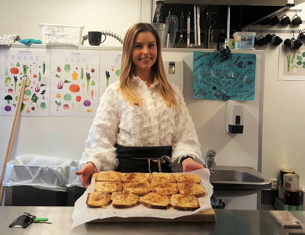Benedicte Isabel Mortensen i Bydel St. Hanshaugen er kostholdsekspert og personen som startet frokostprosjektet. På onsdager står hun for selve frokosten i Haugenkafeen på Fagerborg skole.