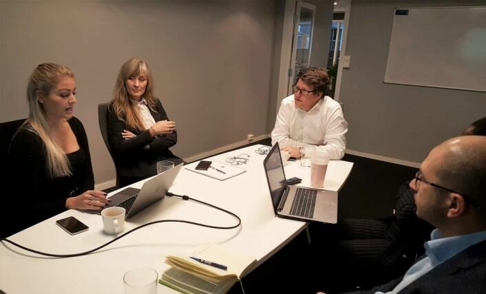 Sirkel regnskap i møte med en klient på kontoret i Grensen 12 i Oslo sentrum. Foto: VårtOslo Brand Studio