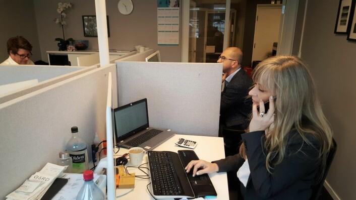 Her jobbes det i vei med kundenes regnskapsbehov på et av kontorrommene til Sirkel regnskap i Grensen 12. Foto: VårtOslo Brand Studio