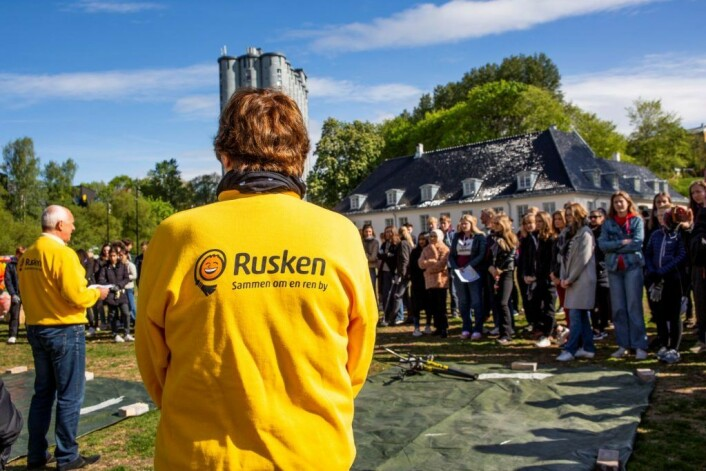 Sammen om en renere by, står det på genseren til ordfører Marianne Borgen. Oslofolk får ros for å ta bedre vare på Akerselva.Foto: Anders Høilund