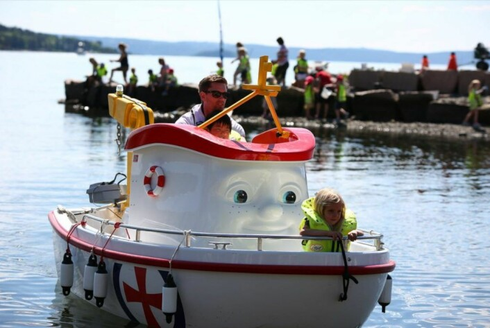 Barna får muligheten til å bli med en tur på Eliasbåten på Havnelangs i år. Foto: Redningsselskapet