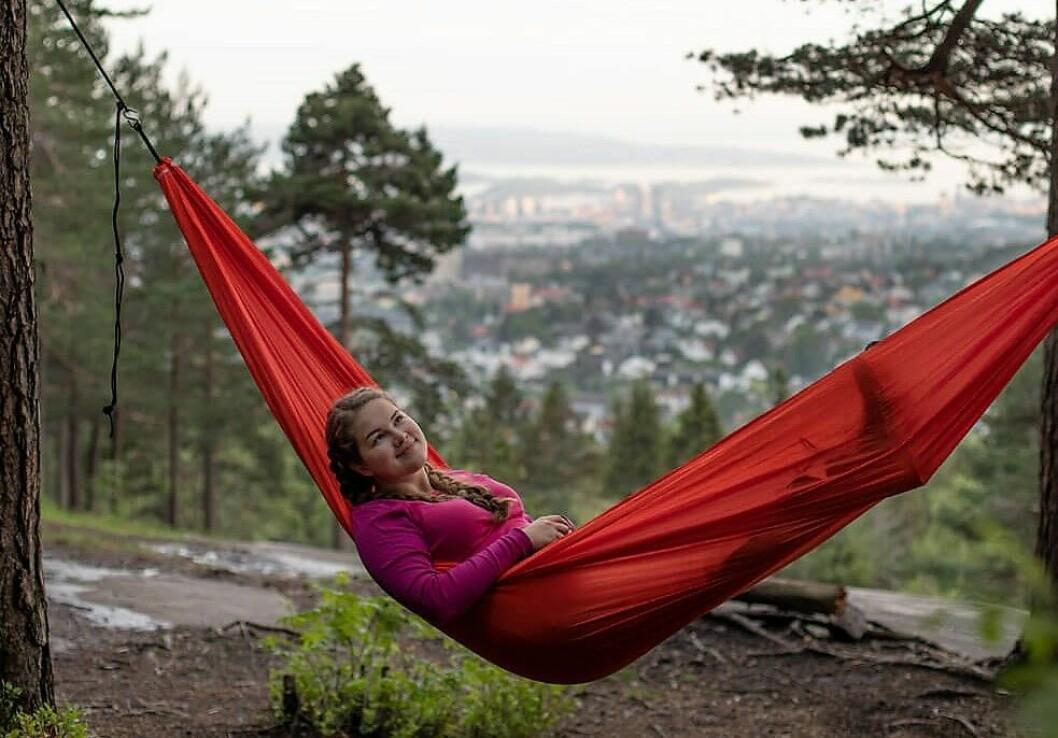 Fra hengekøya kan du oppleve Oslomarka forandre seg fra dag til kveld, til natt og til morgen.