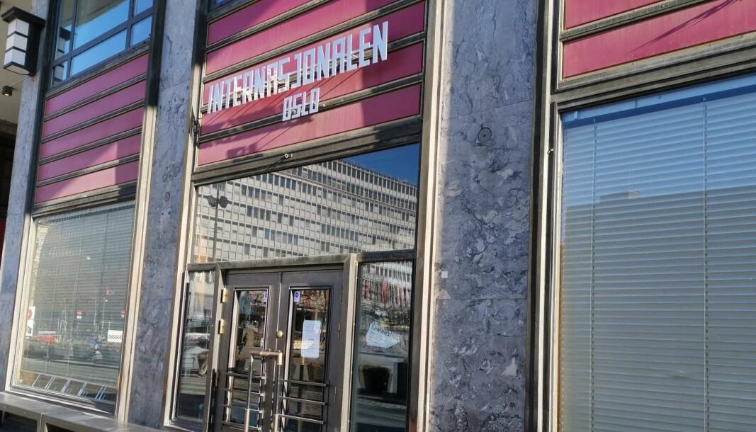Populære Internasjonalen på Youngstorget er et av utestedene i byen som har måttet stenge dørene på grunn av koronaviruset.
