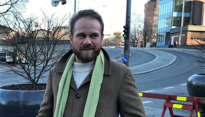 Stian Amadeus Antonsen stiller som leksehjelp på H20- Den grønne sentrumskolen