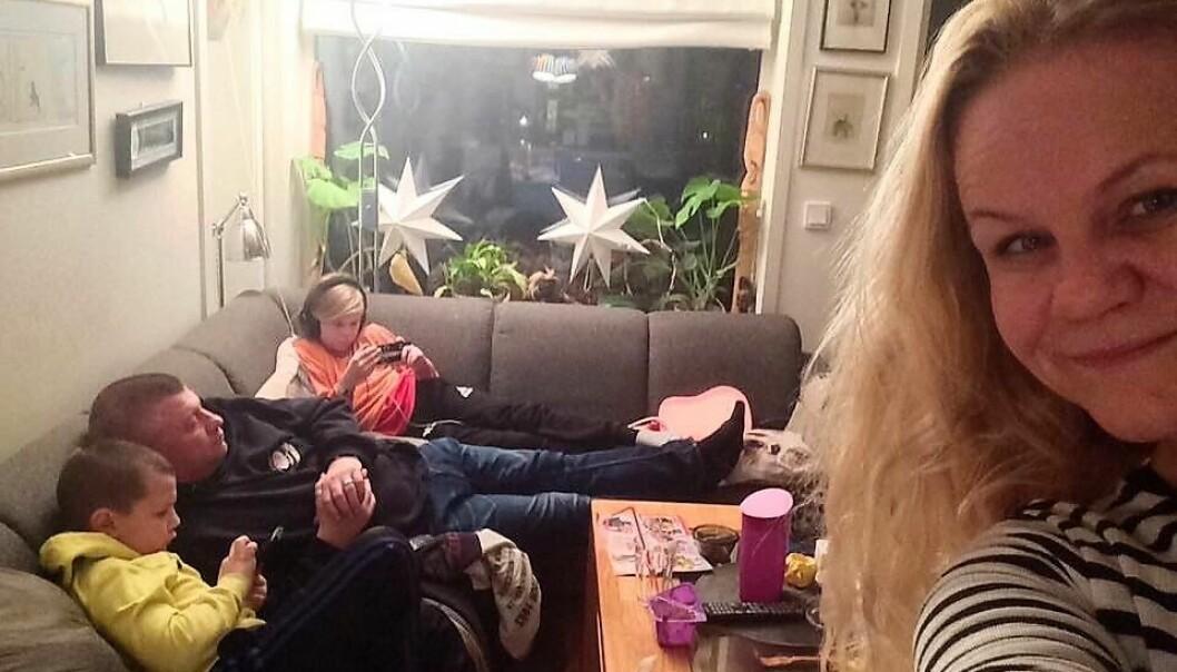 Sånn går dagene på hjemmekontoret hos familien Smørvik.