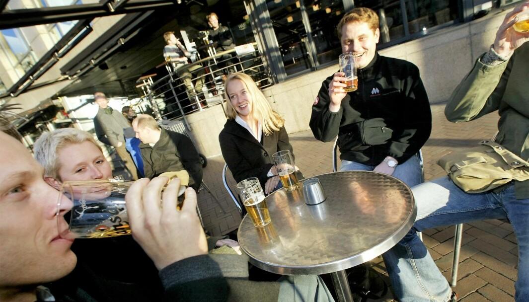 Byrådet i Oslo vurderer å innføre totalforbud mot offentlig alkoholservering grunnet koronakrisen.